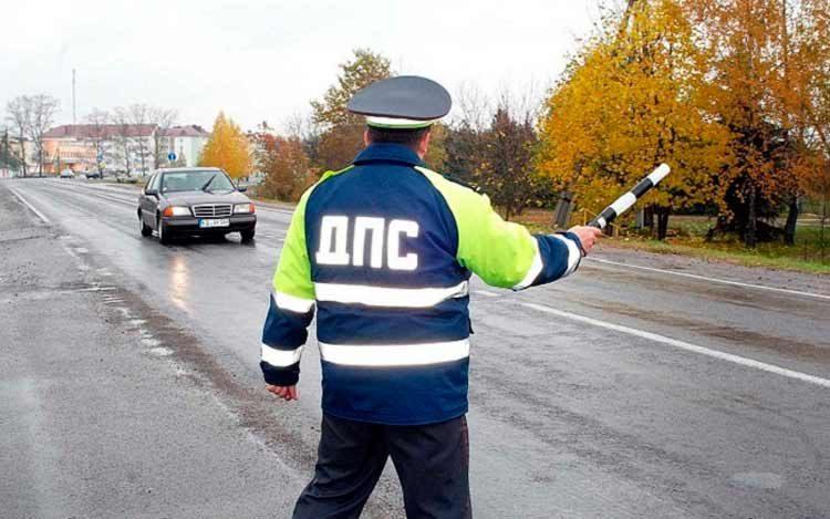 Причина остановки транспортного средства в 2020 году и правила проверки документов сотрудником ГИБДД